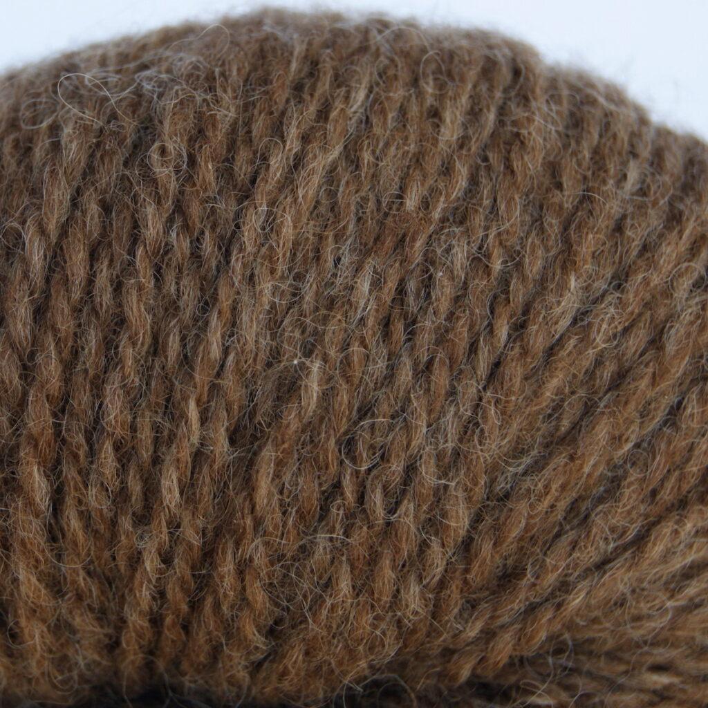 Tvåtrådigt ljusbrunt ullgarn