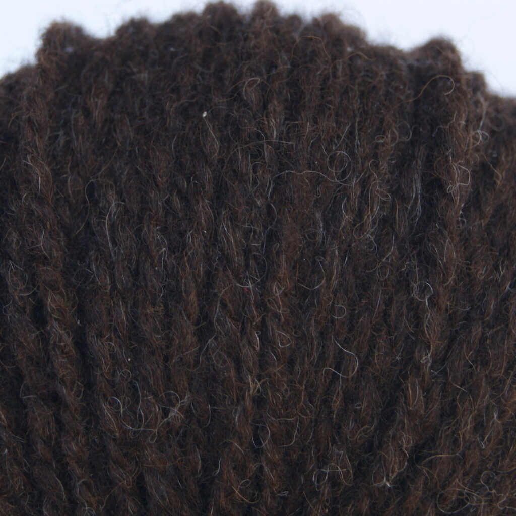Tvåtrådigt mörkbrunt ullgarn